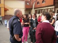 Kókai iskolások beszélgetnek Nick Herbert -el